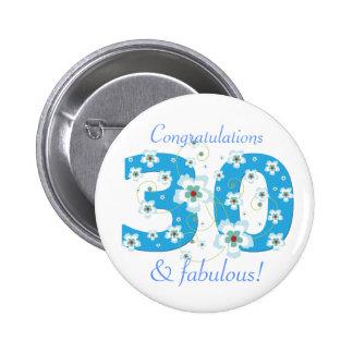 30 y botón fabuloso de la enhorabuena del cumpleañ pin redondo de 2 pulgadas