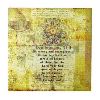 31:6 de Deuteronomy que eleva verso de la biblia Azulejo Cuadrado Pequeño