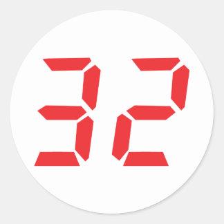 32 treinta y dos números digitales del despertador pegatina redonda