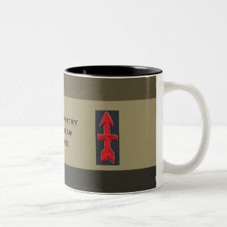 32do Brigada roja de la flecha de la infantería Taza Dos Tonos