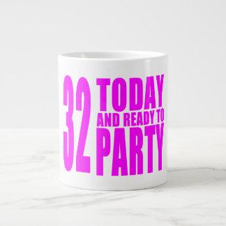32dos cumpleaños de los chicas: 32 hoy y aliste taza grande