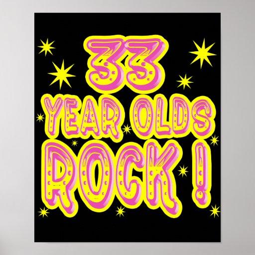 ¡33 años de la roca! Impresión (rosada) del poster