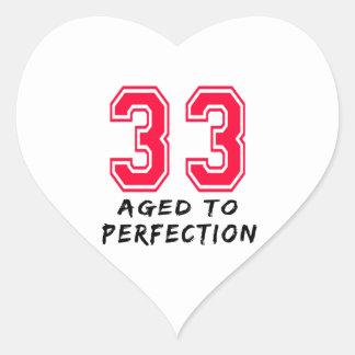 33 envejeció al diseño del cumpleaños de la pegatina de corazon personalizadas