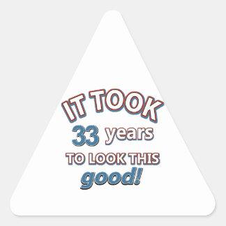 33ro diseños años del cumpleaños pegatina triangular