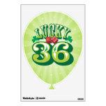36 afortunados - La pared del globo del cumpleaños