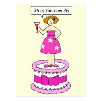 36.o Cumpleaños para ella, mujer en una torta Tarjeta Postal