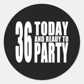 36.o Fiestas de cumpleaños: 36 hoy y aliste para Etiqueta Redonda