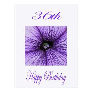 36.o flor feliz de la púrpura del cumpleaños tarjeta postal