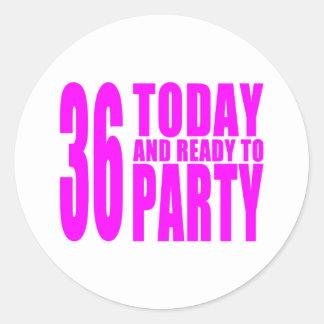 36.os cumpleaños de los chicas: 36 hoy y aliste pegatina redonda