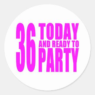 36.os cumpleaños de los chicas: 36 hoy y aliste etiqueta redonda