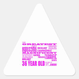 36.os cumpleaños treinta y seis más grande rosado pegatina de triangulo