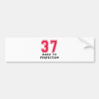 37 envejeció al diseño del cumpleaños de la perfec etiqueta de parachoque