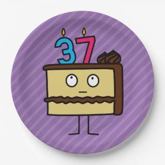 37.o Torta de cumpleaños con las velas Platos De Papel