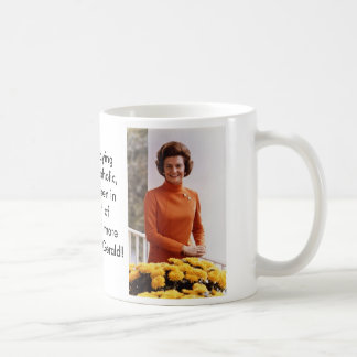 382px-Betty_Ford%2C_official_White_House_photo_… Taza Clásica