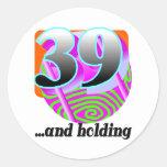 39.o regalo de cumpleaños divertido etiquetas redondas