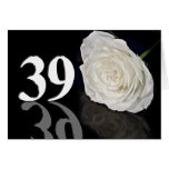 39.o Tarjeta de cumpleaños con un rosa blanco clás