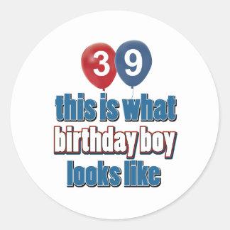 39.os diseños años del cumpleaños pegatina redonda