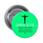 3:16 de Juan con el botón del verde de la escritur Pin