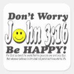 ¡3:16 de Juan - no se preocupe sea feliz! Pegatina Cuadrada
