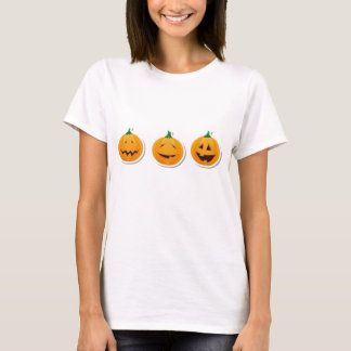 3 calabazas lindas de Halloween en una fila Playera