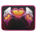 3 corazones con las alas del ángel y la muestra de fundas para macbooks