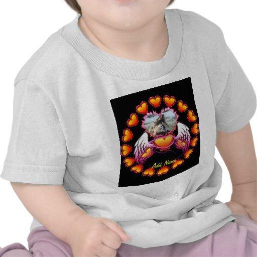 3 corazones con las alas del ángel y la muestra de camiseta