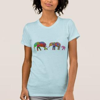 3 elefantes coloridos que caminan - arte pop poleras
