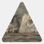 3 gatos y un búho en una cesta calcomanía trianguloada