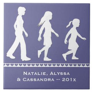 3 hermanas: Siluetas de 3 chicas Azulejo Cuadrado Grande