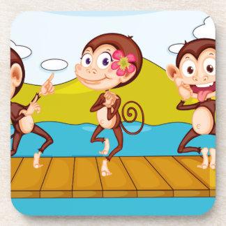 3 monos posavasos