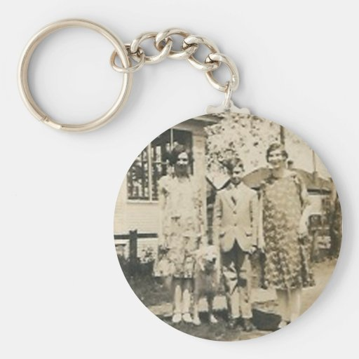 3 people and dog basic round button keychain