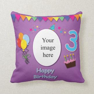 3ro almohada feliz del cumpleaños con su foto