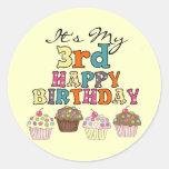 3ro camisetas y regalos del cumpleaños de las etiquetas redondas