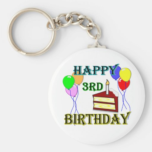 3ro cumpleaños feliz con la torta, los globos y la llaveros