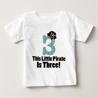 3ro pirata lindo del cumpleaños tee shirts