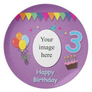 3ro placa feliz del cumpleaños con su foto platos para fiestas