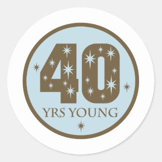 40 años de 40.o azul del cumpleaños de los jóvenes pegatina redonda