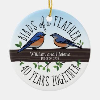 40.o Aniversario de boda, Bluebirds de una pluma Adorno Navideño Redondo De Cerámica