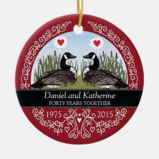 40.o aniversario de boda personalizado, gansos adorno navideño redondo de cerámica