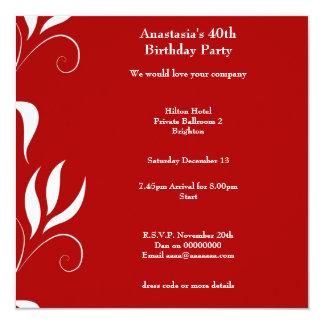 40.o Rojo del cumpleaños con floral blanco Comunicados