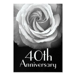 """40.o Rosa blanco de plata del aniversario metálico Invitación 5"""" X 7"""""""