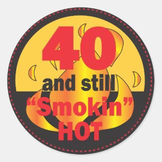 40 y cumpleaños caliente de Smokin el | 40.o Pegatina Redonda