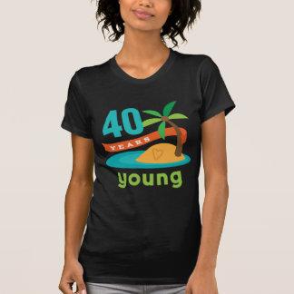 40 Years Young Birthday Gift T-shirt