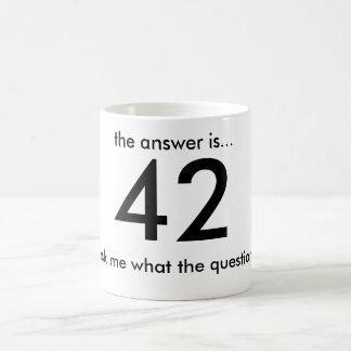 42, la respuesta es…,… pregúnteme lo que el questi taza básica blanca