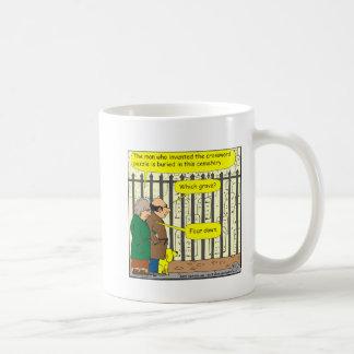 ¿442 dónde el inventor del crucigrama se entierra? taza de café