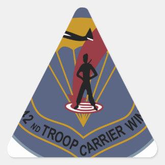 442o Ala del portador de tropa Pegatina Triangular