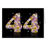 44.a tarjeta de cumpleaños con las letras floridas
