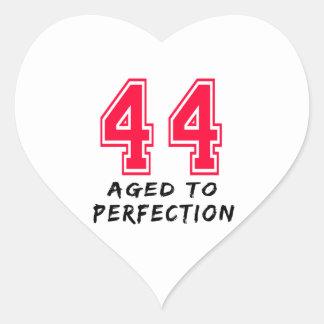 44 envejeció al diseño del cumpleaños de la calcomania de corazon personalizadas