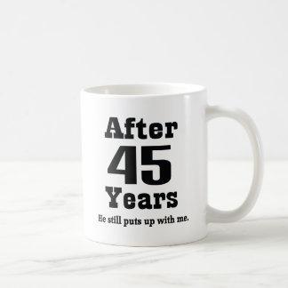 45.o Aniversario (divertido) Tazas