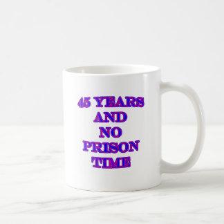 45 y ninguna hora de prisión taza